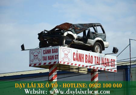 """Biển cảnh báo tai nạn giao thông """"siêu độc"""" trên Quốc lộ 1A"""