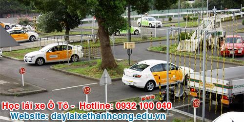 Sân tập thực hành học bằng lái xe B2 trường dạy lái xe Thành Công